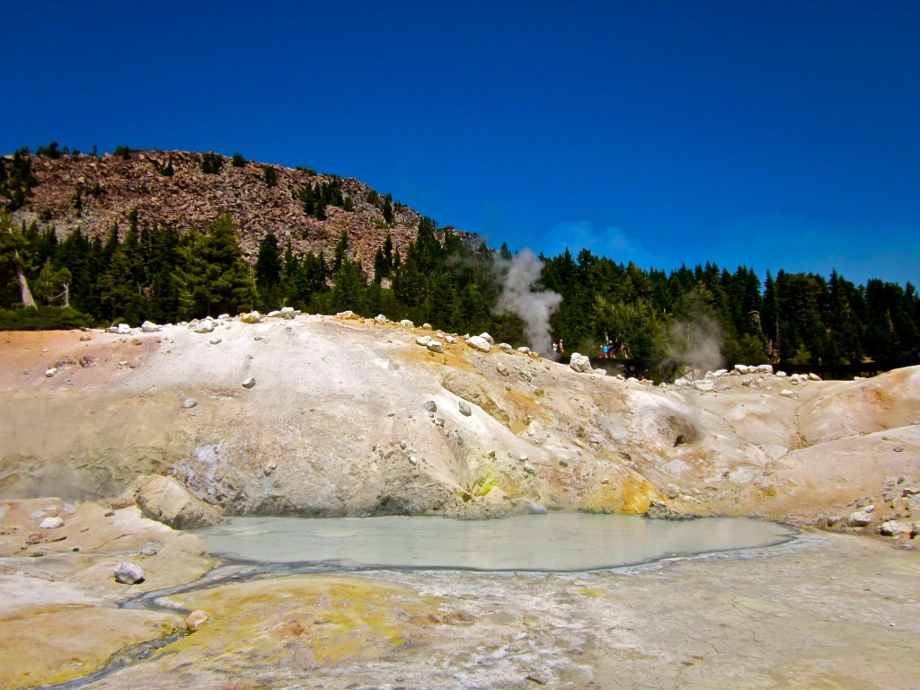 bumpass hell boiling water