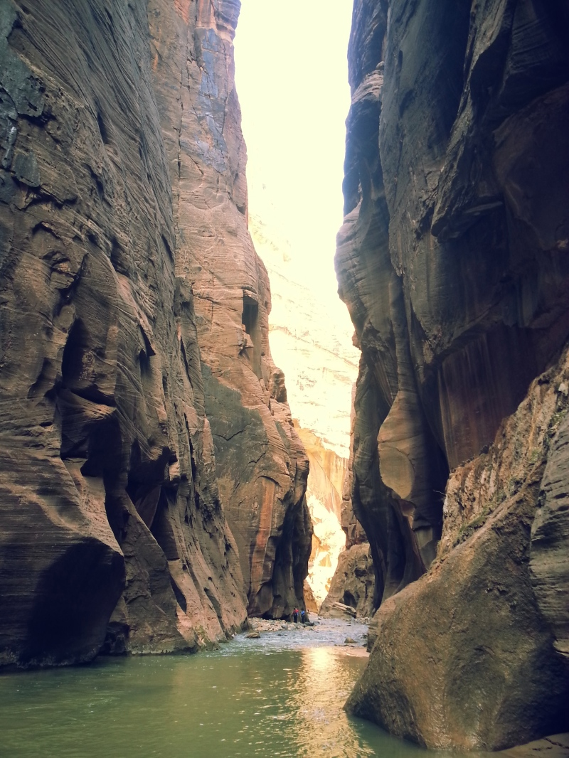 Hiking along the narrows in the wall street section